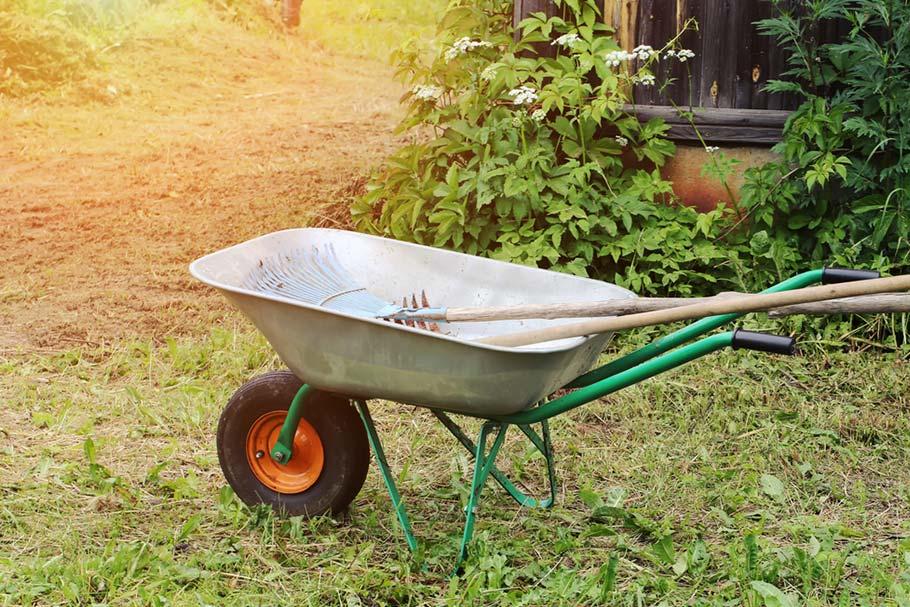 Как выбрать садовую тачку? Надёжную и не дорогую