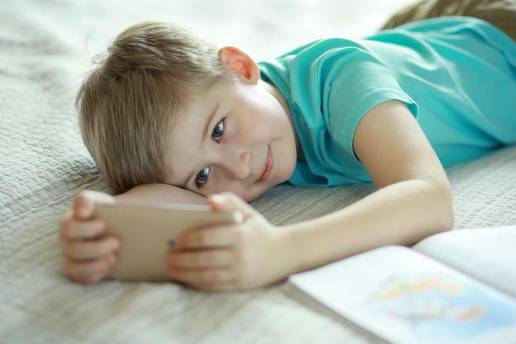 чем заменить ребенку смартфон