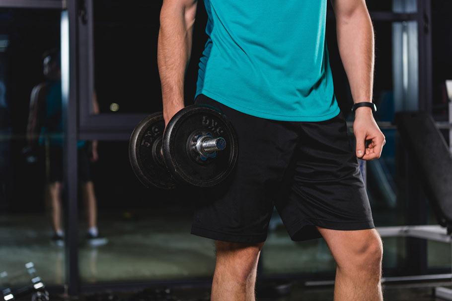 Лук для мужчин в спортзале: как одеться для занятий спортом?
