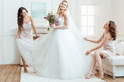6b4ae1dcc7ee849 Предложение руки и сердца позади, впереди — волнительный день свадьбы. И  первое, о чем подумает каждая невеста: как выбрать свадебное платье по  фигуре?