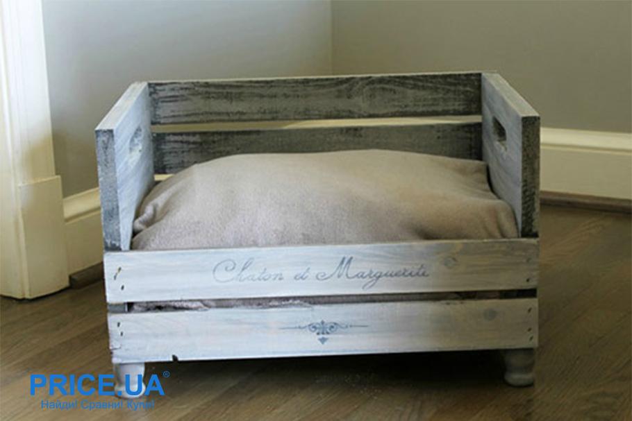Как сделать лежак для кошки. Небольшой деревянный ящик, утепленный мягкой тканью