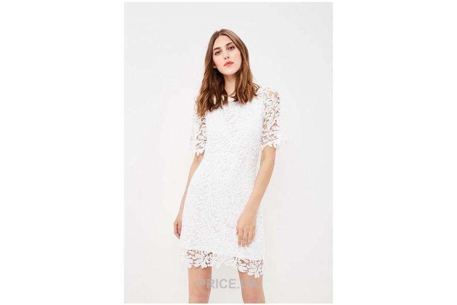 Модные тренды 2019. Платье с кружевными вставками