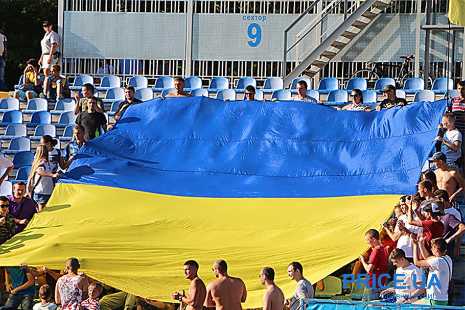 Футбольная атрибутика: без чего футбольный фанат не выйдет на матч. Флаг Украины