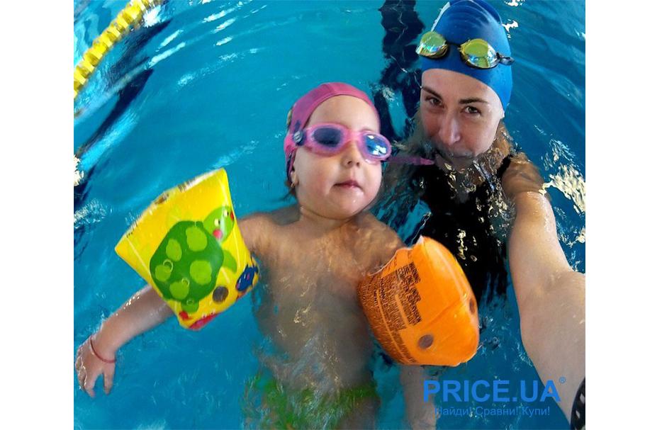 Безопасный отдых у моря с детьми: лайфхак. Учите ребенка плавать