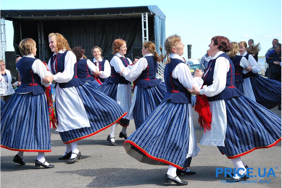 27 сентября - День всемирного туризма.Baltic Herring Festival (Праздник сельди)