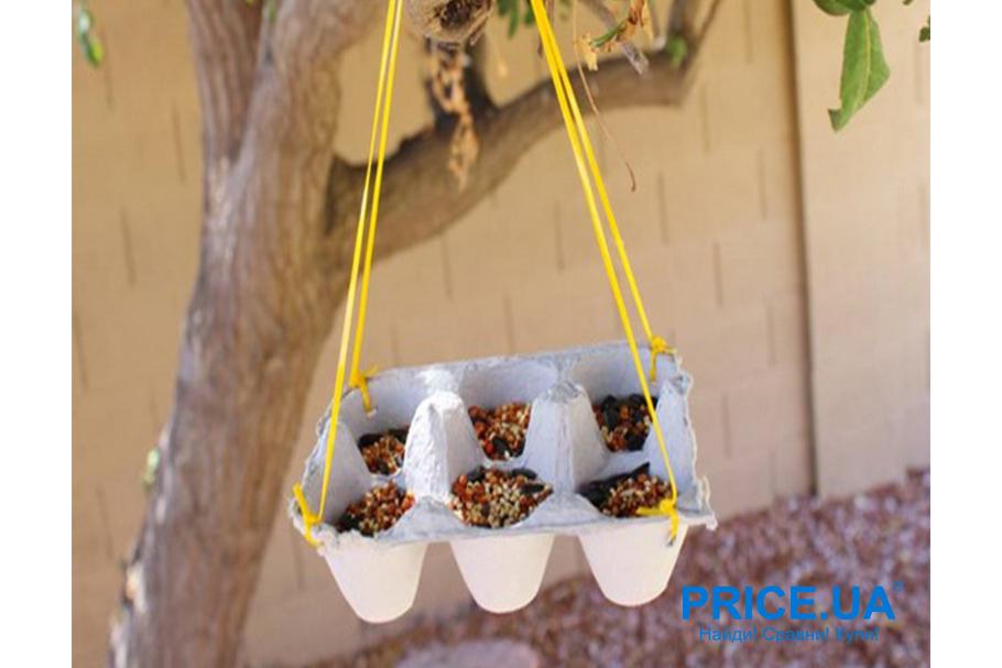 Кормушка для птиц своими руками.  Из яичной упаковки
