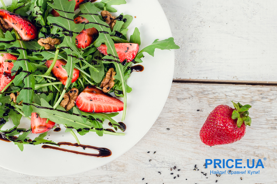 Крутые рецепты салатов с клубникой. Клубника + руккола и соевый соус