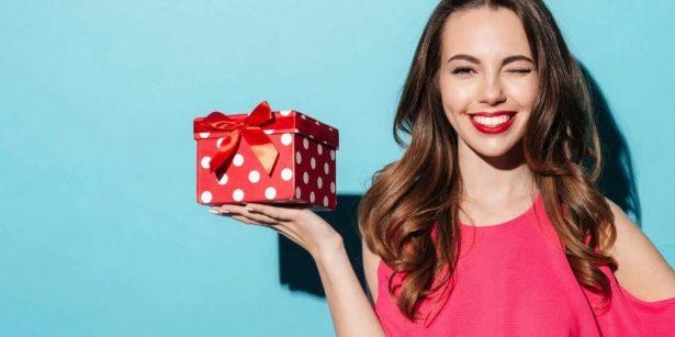 Что подарить любимой: топ 19 подарков на 8 Марта