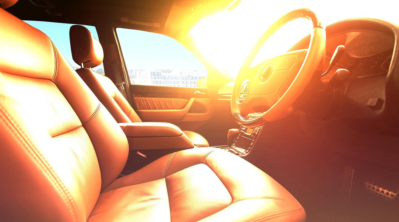 Что нельзя оставлять в автомобиле летом